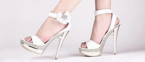 17c6515c772 Le choix des chaussures de la mariée est très important sachant qu elle les  portera tout le long de la cérémonie. Dans cet article